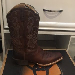 Ariat Shoes - Only used once.